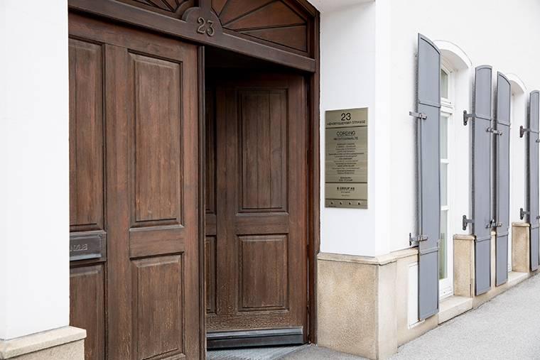 Eingang zur Rechtsanwaltskanzlei Cording in Deggendorf