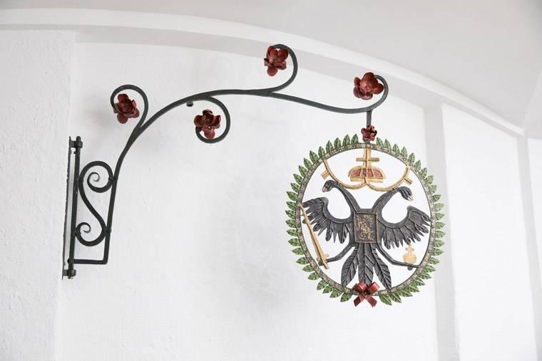 Wappen beim Eingang der Kanzlei Cording in Deggendorf